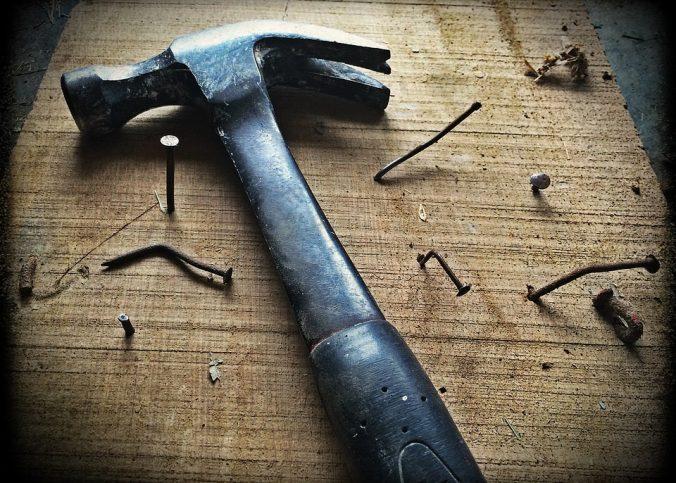 Des charpentiers